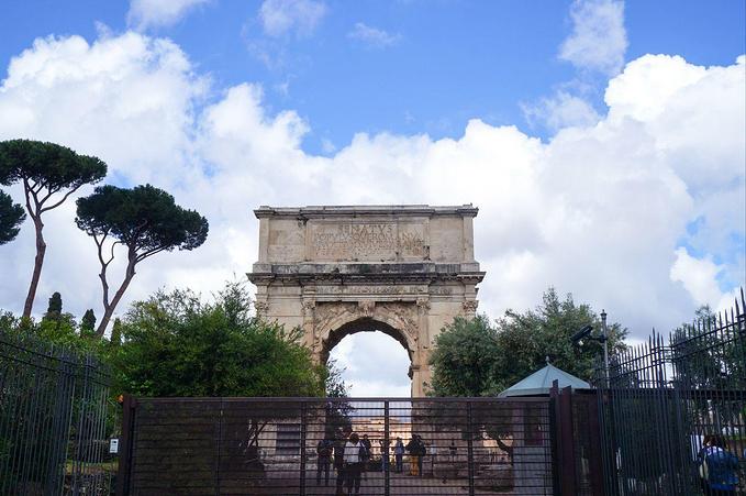君士坦丁凯旋门图片