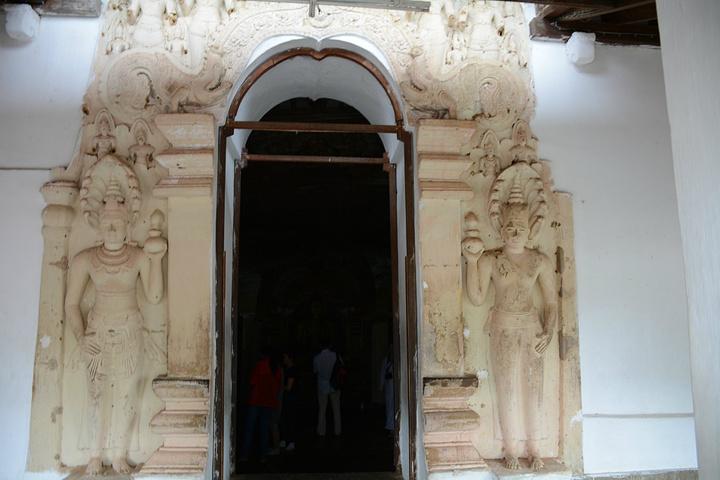 """""""这里也是斯里兰卡非常著名的景点之一,在丹布勒石窟,主要是为了看看其中的石窟里面精美的佛像以及精..._丹布勒石窟""""的评论图片"""