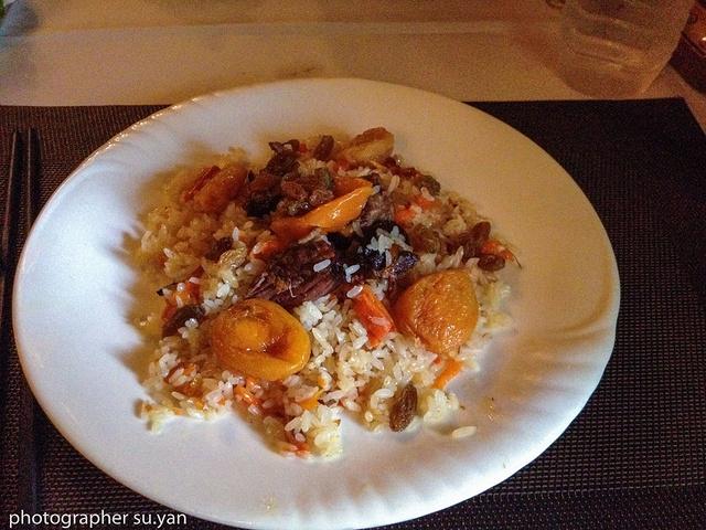 """""""吃了当地有名的凉菜,皮辣红,就是洋葱、青椒、西红柿的,还有椒麻鸡,图为可以拌面吃的椒麻鸡(手机拍摄)_汉人街""""的评论图片"""