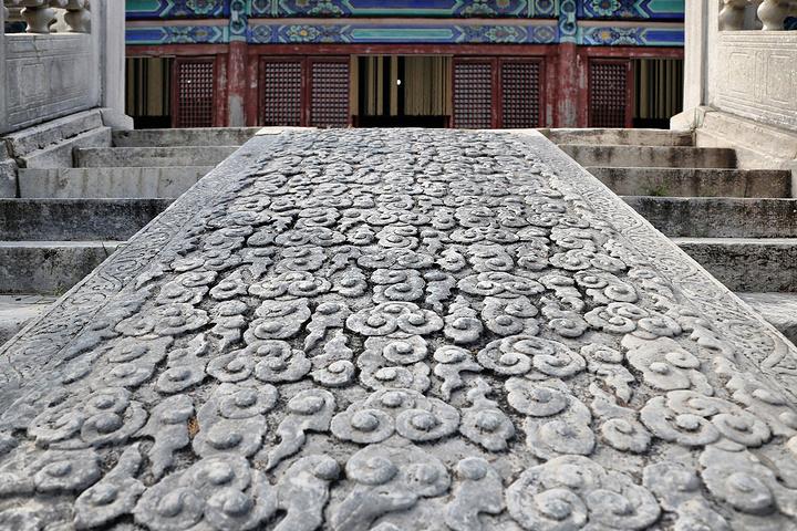 """""""是目前十三陵中第一座大规模复原修葺的陵园,也是陵区正式开放的旅游景点之一。天热的我,浑身上下都是汗_明昭陵""""的评论图片"""