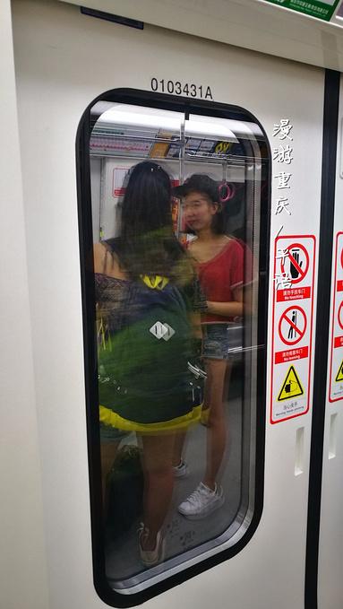 地铁上的重庆图片