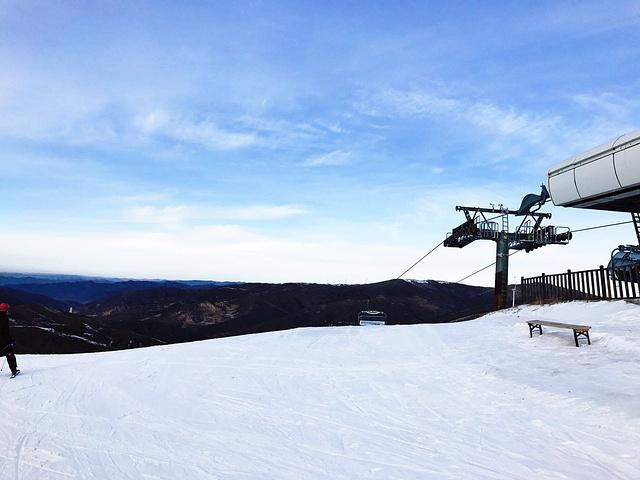 """""""高级道暂时还没上,感觉还是挺陡的,如果不是过分追求速度,中级道也是挺好玩的。第二天再战_塞北多乐美地滑雪场""""的评论图片"""