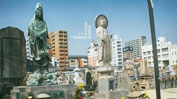 """""""四天王寺算是大阪日常中最为神圣的地方,与奈良被列入世界文化遗产的法隆寺,都是飞鸟时代的代表性寺院建筑_四天王寺""""的评论图片"""