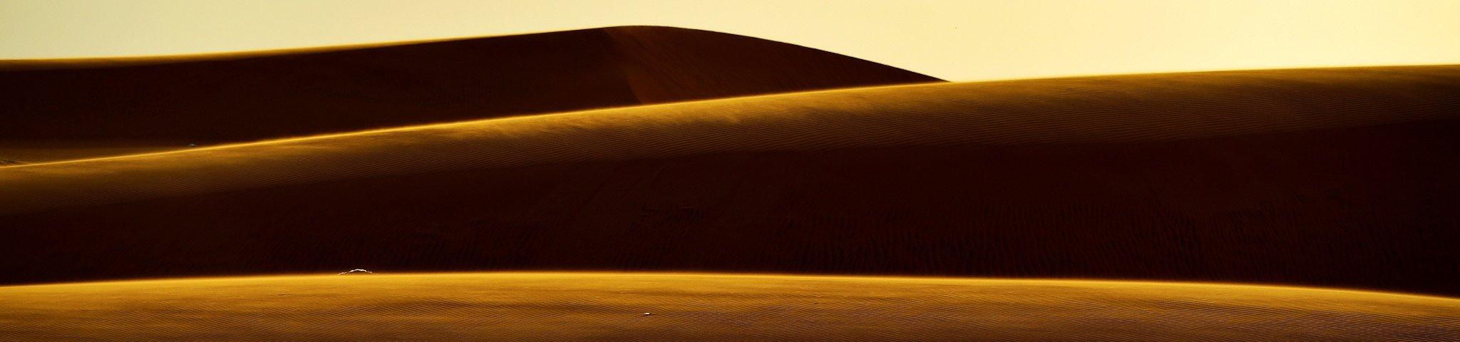 左手大海,右手沙漠,景色让人心胸开阔