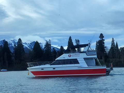 皇后镇湖景游船旅游景点图片