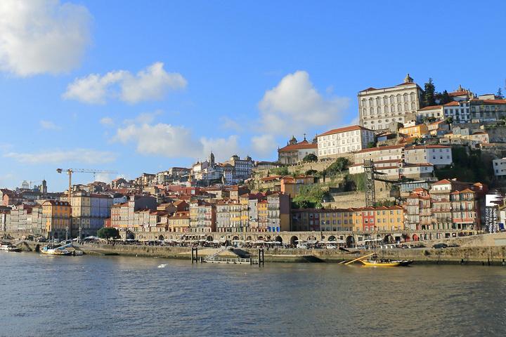 """""""这些酒庄基本都会提供参观和讲解服务,一般有葡萄牙语,英语和西班牙语的选择。这里是波尔图的中心_杜罗河""""的评论图片"""