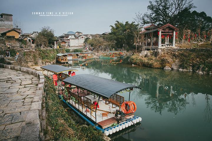 """""""带龙桥水域中的竹筏 假如我对黄姚有什么不满意,估计就是这些不伦不类,后期添加的旅游项目_带龙桥""""的评论图片"""