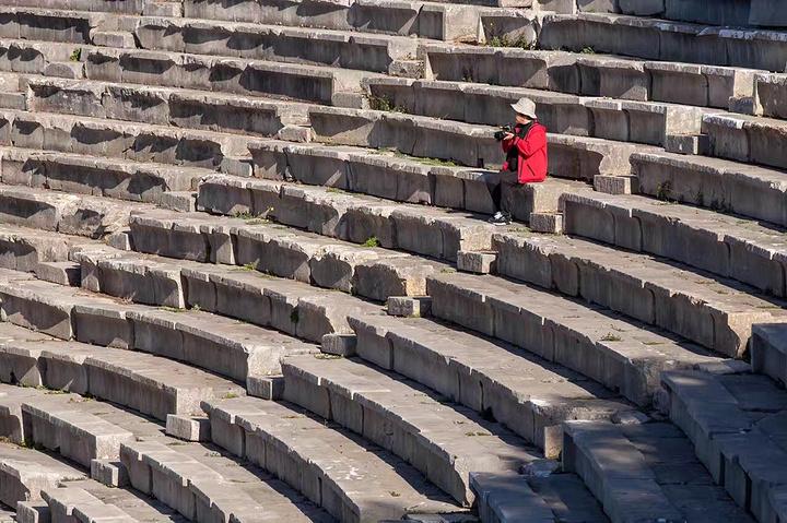 """""""实在惊叹整个剧场的天然音效,站在舞台正中央,往地上丢下一枚硬币,在最高的座位上依旧可以清晰分辨..._科林斯运河""""的评论图片"""