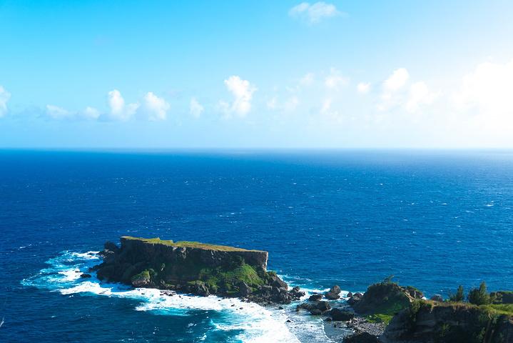 """""""因禁断岛特殊的地理位置,所以岛上极少有人类的踪迹,在沙滩上布满了各种被海水冲上来的贝壳和珊瑚_禁断岛""""的评论图片"""