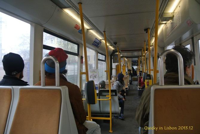 坐电车图片