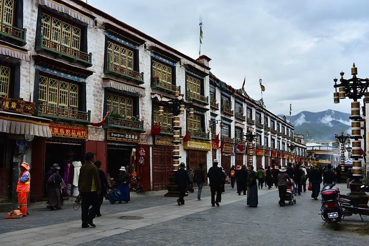 """""""...于唐贞观二十一年(公元647年),是藏王松赞干布建造,拉萨之所以有""""圣地""""之誉,与这座佛像有关_大昭寺""""的评论图片"""