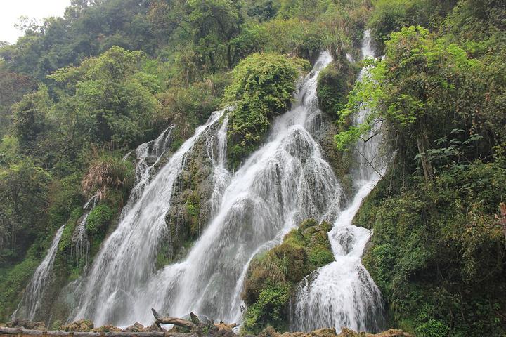 """""""拉雅瀑布在枯水期水量也还不错,因为属于秀雅型的瀑布所以3月看也还不错_拉雅瀑布""""的评论图片"""