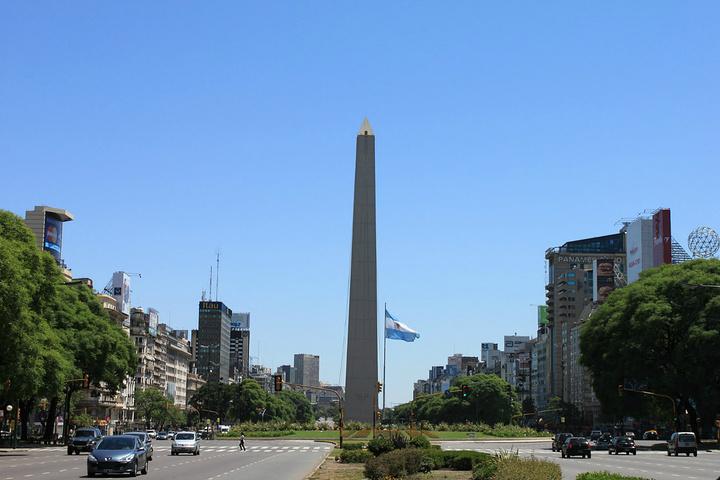 """"""" 可以体验一下世界上最长的斑马线_方尖碑 (Obelisco)""""的评论图片"""
