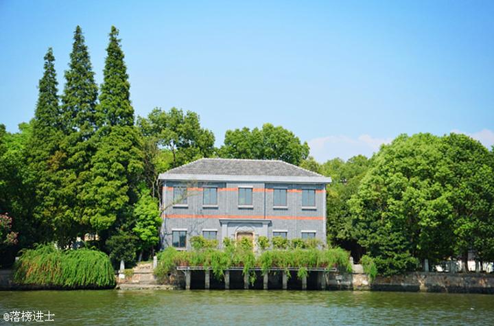 """""""尤其是湖心岛上的那座烟雨楼,掩映在烟雨弥漫中的时候格外醒目,乾隆皇帝非常喜欢,回到北京以后,特..._南湖景区""""的评论图片"""