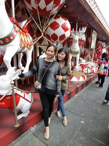 """""""买到满意的neverfull。和闺蜜~互相拍照 这就是和闺蜜旅行的好处啦。圣诞气氛浓郁的广场_维多利亚港""""的评论图片"""