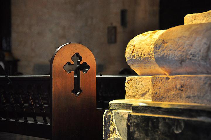"""""""是中美洲最重要的教堂之一,据说发现美洲新大陆的哥伦布的骨灰,就是存放于这个教堂。教堂大厅_哈瓦那大教堂""""的评论图片"""