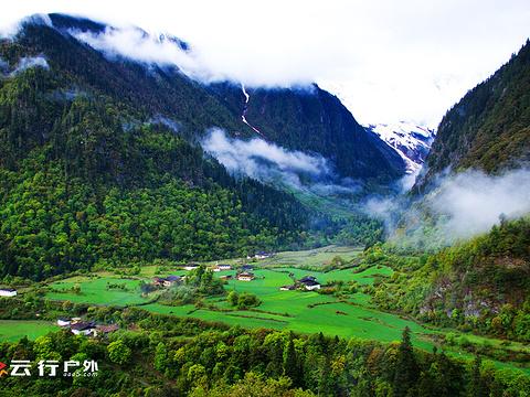 雨崩村旅游景点图片