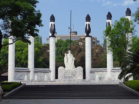 青年英雄纪念碑旅游景点图片