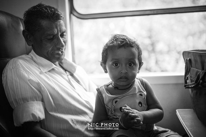"""""""只是去ella的人很少,旅行团就更不用说了,所以这段路的人比康堤到nuwara eliya要少..._茶园火车""""的评论图片"""