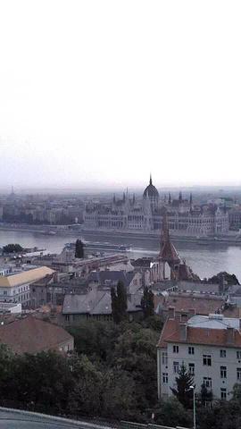 """""""渔人堡是布达佩斯最著名的景点之一,也是很有特色的一个建筑。因为冬天会很冷啊,不过冬天雪景很美_渔人堡""""的评论图片"""
