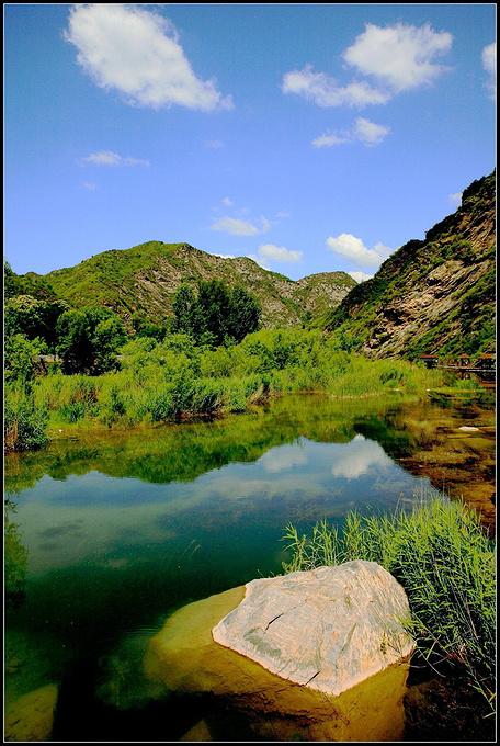 白河湾峡谷图片