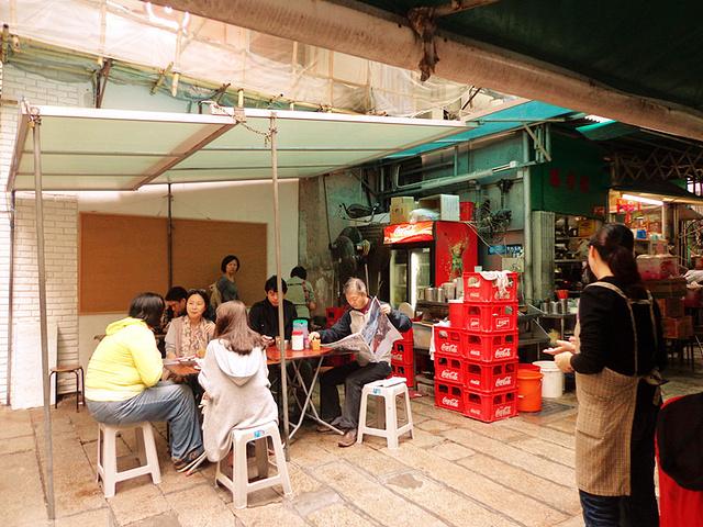""""""" 【推荐菜品】猪扒脆脆 番茄牛肉通粉 咸柠七这里也是香港的老字号大排档之一!一点不粘牙,好吃_胜香园""""的评论图片"""