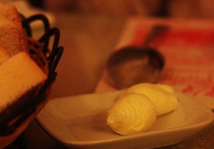 """""""牛排,超级不推荐,没西餐牛排几分熟的那种嫩的口感,完全熟,柴,汤汁特别多,真心吃不惯,塞牙_华梅西餐厅(中央大街店)""""的评论图片"""