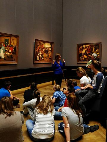 """""""推荐进入观看,艺术没有国界。绘画厅,还有老师带学生参观,学生们席地而坐,正在听老师讲解~画得也很棒_艺术史博物馆""""的评论图片"""