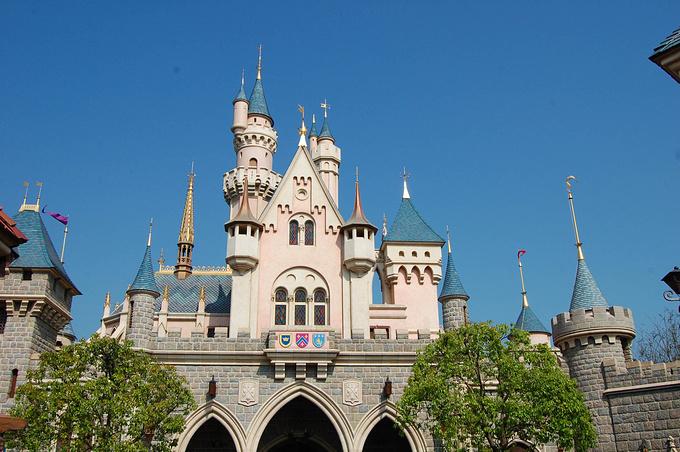 城堡旁图片