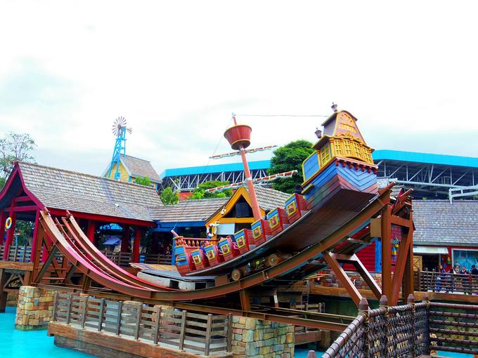 激浪帆船图片