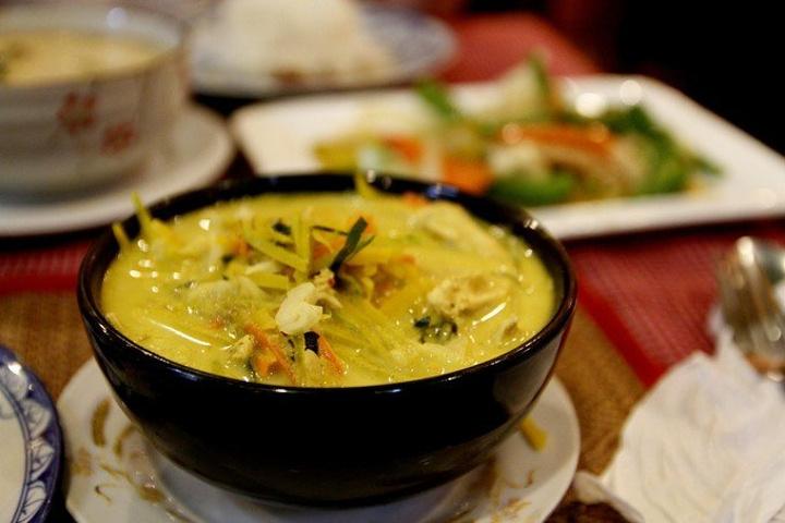 """""""后面又尝了柬式火锅,味道也一般,性比价低,还不如两次在路边摊吃的东西好吃,又便宜_Amok Restaurant""""的评论图片"""