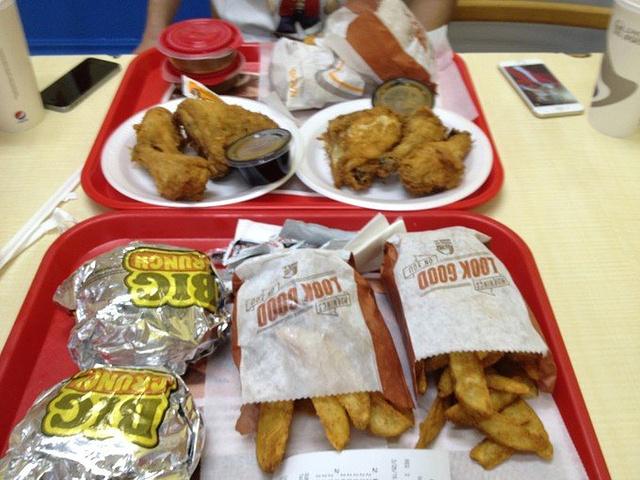 """""""来了美国的地盘,麦当劳肯德基那是必须尝尝的呀。买了炸鸡套餐和汉堡套餐各两份。账单,一共花了28_肯德基""""的评论图片"""