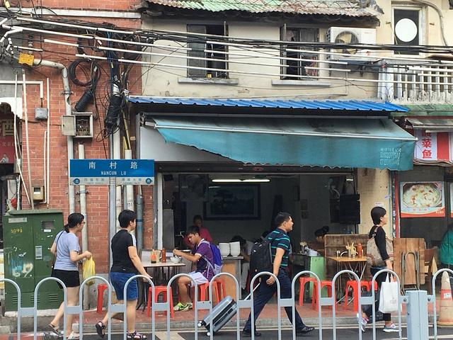 """""""吃过早餐后穿过海珠桥来北京路逛街购物,也是一种'运动',特别是女生们。芒果糯米糍,邓留山必点明星产品_北京路步行街""""的评论图片"""