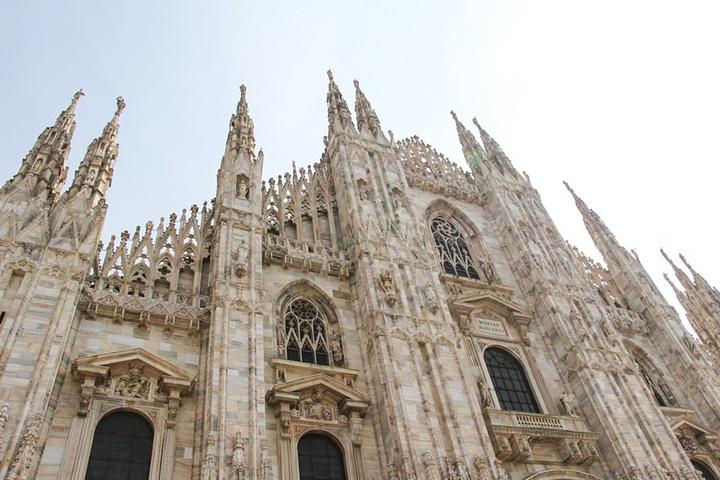 """""""多莫广场最奇崛惊艳的亮点都凝缩在米兰大教堂,而让米兰大教堂成为无数游人趋之若鹜的全部原因都在教..._米兰大教堂""""的评论图片"""