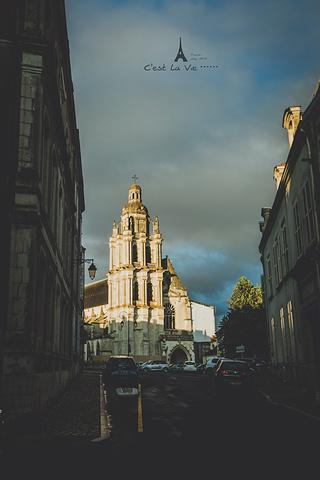 """""""原本是为了去香波堡,所以顺便再布洛瓦逗留一下的,但是后来完完全全被这座城市所吸引,一天真的是太..._布洛瓦老城区""""的评论图片"""