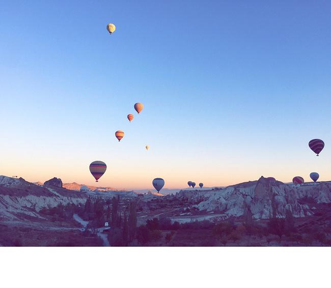 乘坐热气球飞行图片