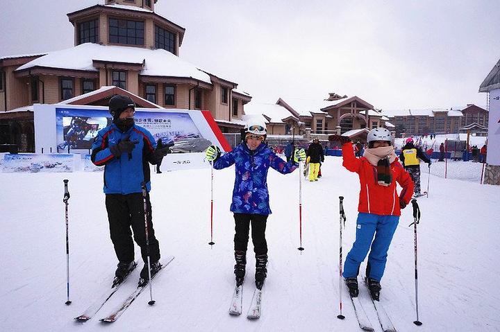 """""""滑雪中,有因为过分紧张导致小腿肌肉紧绷而酸痛许久,也曾因为初生牛犊不怕虎而四脚躺在雪地上_长白山国际度假区""""的评论图片"""