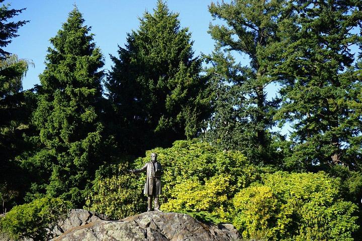 """""""总督府四周环绕着至少有十种以上不同风格的迷你花园,各有千秋,非常值得观赏_省督府""""的评论图片"""