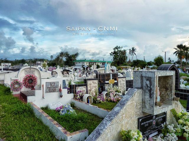 """""""教堂的后面是一大片安宁的墓地,貌似也是全岛最大的一片墓区_卡梅尔山天主教大教堂""""的评论图片"""