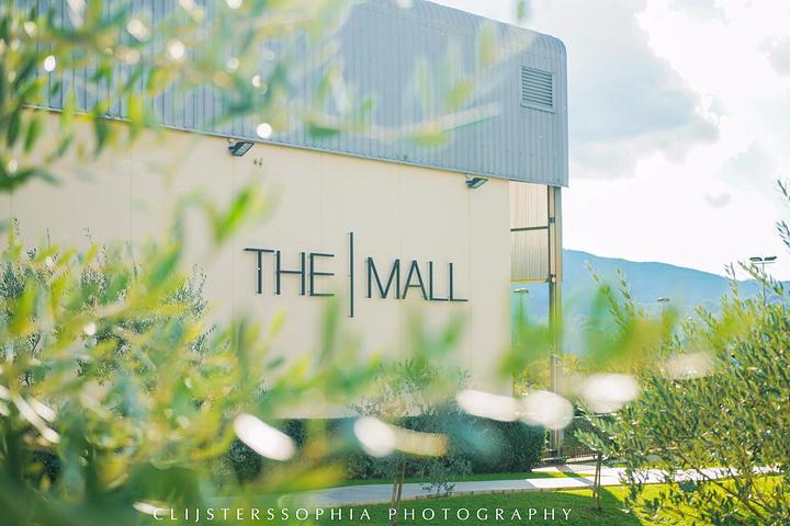 """""""...没有,prada比较火的杀手包系列都有,好看的颜色不多,里面还有miumiu的专柜,货就很旧了_The Mall""""的评论图片"""
