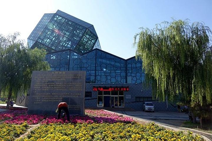 """""""乌海煤炭博物馆(免费参观,周一闭馆)。中国最早使用的蒸汽火车头,型号为上游0360,长22米,宽3_乌海煤炭博物馆""""的评论图片"""