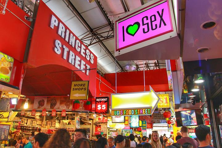 """""""叫武吉士街,也就是我们常常说的夜市,在新加坡算是平民购物天堂,汇集了近千家店铺,称得上是新加坡..._武吉士街""""的评论图片"""
