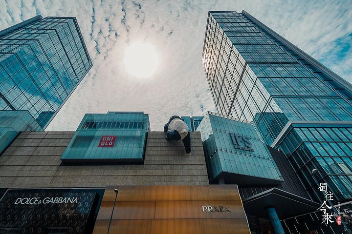 """""""里面有一个很大很大的购物商场,很多大的品牌集中于此,美食、购物、休闲一站式体验!直奔七楼天台_IFS国际金融中心""""的评论图片"""
