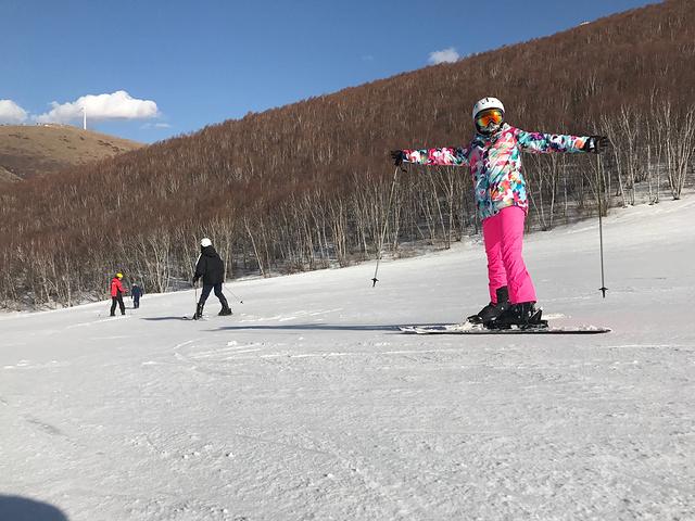 """""""多乐美地除在冬天外,其他季节也有山地乐园,休闲度假也可去!景色还是不错的。我的拍照技术还是不错哒_塞北多乐美地滑雪场""""的评论图片"""