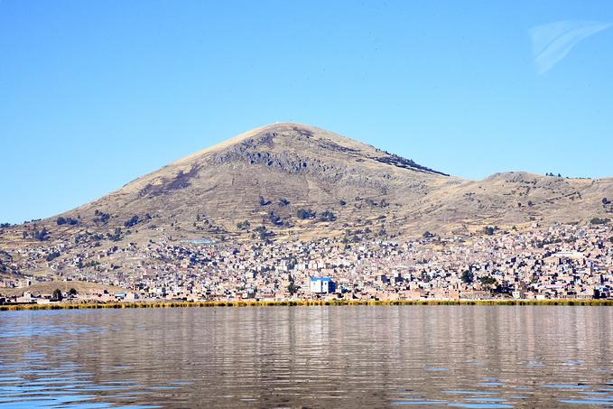 的的喀喀湖上的乌托邦图片