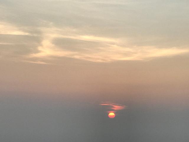 """""""南岳衡山的日出很美,尤其是在等待日出破晓的时候,那种美感是文字与照片不可以描述的,需要亲身体会_南天门""""的评论图片"""