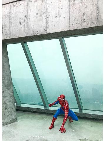 """""""WFC很好找,离解放碑也就150米左右的距离,进去后要到负一楼换票,再从指定的电梯上到观光层_环球购物中心""""的评论图片"""