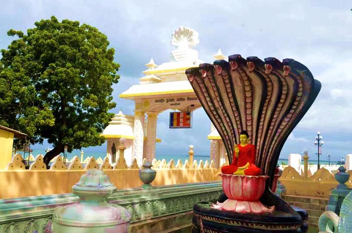 """""""寺庙维护的很好,看来香火是很旺的。走进Nagadipa Purana Vihara寺庙_Nagadipa Purana Vihara寺庙""""的评论图片"""