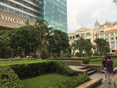 百盛广场旅游景点图片