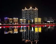 上海退休老头帮在韶关旅游。